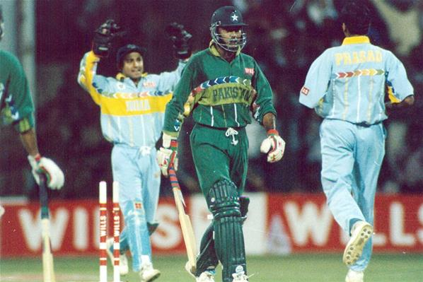 venkatesh-prasad-vs-aamir-sohail-india-pakistan-1996