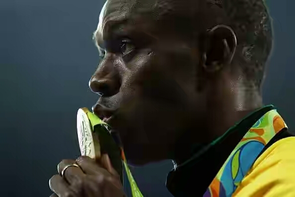 589932698-gold-medalist-usain-bolt-of-jamaica-kisses-gettyimages-1471852129-800 1