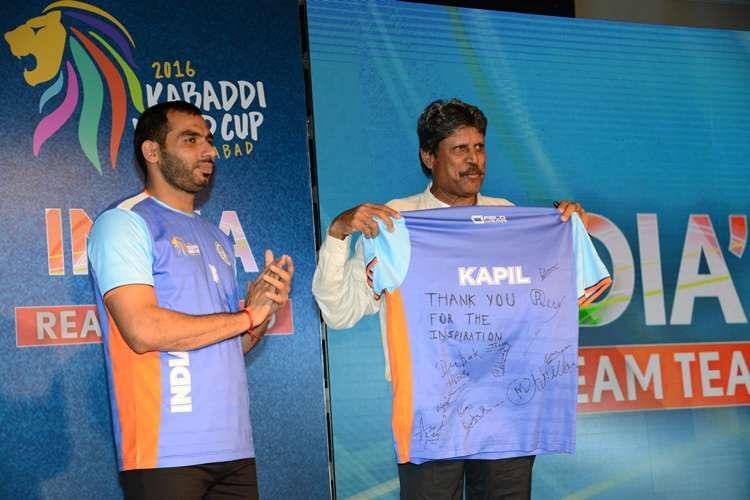 indian-kabaddi-world-cup-team-captain-anup-kumar-and-cricket-legend-kapil-dev-1474370760-800