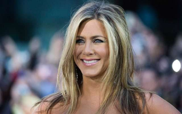 jennifer-aniston-birthday-45-ftr-1481448417-800